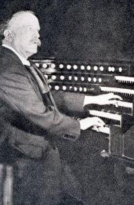 Photo de Louis Vierne à l'orgue