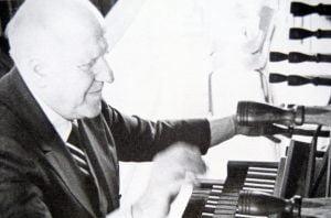 Photo d'Antoine Reboulot à l'orgue