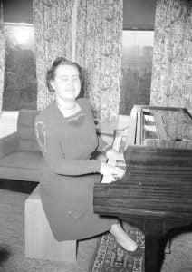 Photo de Mary Munn au piano
