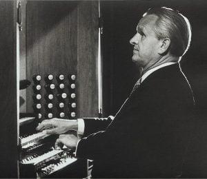 Photo de Helmut Walcha à l'orgue