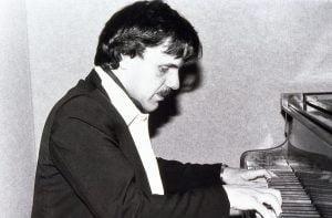 Photo de Gérard Glatigny au piano