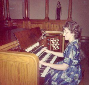 Nicole à l'orgue