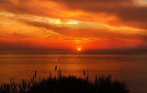 Photo : Coucher de soleil sur l'océan.