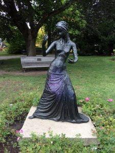 La femme au collier (bronze) Alice Winnant